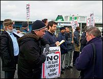 Welsh trade unionists showed their support and solidarity with Irish Ferries workers