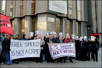 Demonstration outside Unison HQ against witchhunt of four unison members, photo Paul Mattsson