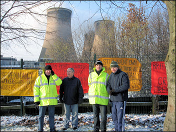 Construction workers picketing Fiddlers Ferry power station, photo Bunke / Ford