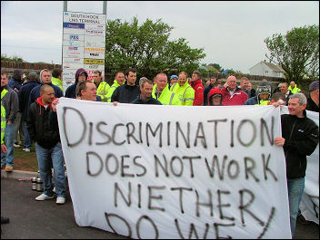 Workers strike at South Hook construction site near Milford Haven in Wales , photo Dave Reid