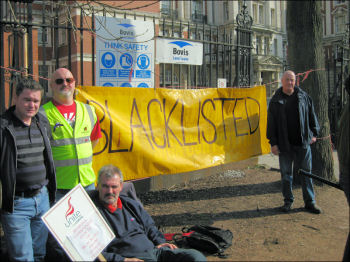 Blacklisted electricians protesting at the Manchester Royal Infirmary site, photo by The Socialist