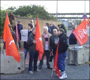 Construction workers protesting in Meadowhall, photo by Alistair Tice