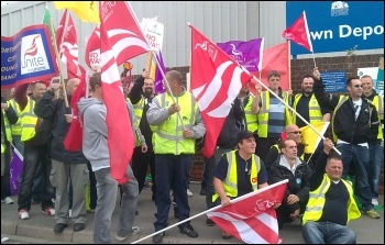 Southampton refuse strike 23 05 11 , photo Southampton Socialist Party