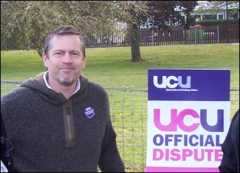 On the picket line at Barnfield College in Luton 2 October 2012, photo by Steve Glennon