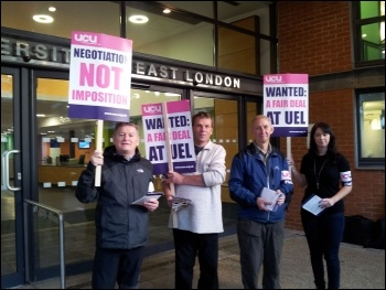 Lecturers' strike at UEL, 18.10.12, photo Pete Mason