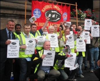 ISS picket line at Newcastle Central Station, 10.9.12 , photo Elaine Brunskill
