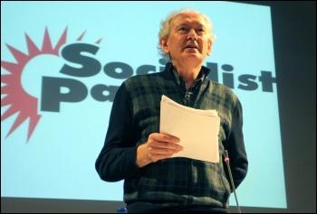 Lynn Walsh addresses Socialist Party congress, photo Senan