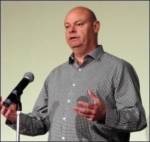 Steve Gillan speaking at NSSN conference, 29.6.13 , photo by Senan