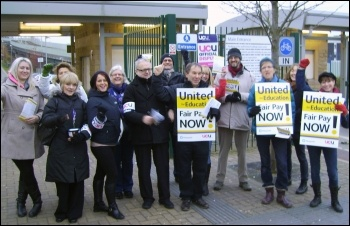 Sheffield City FE college UCU picket on strike 3 Dec 2013, photo by A Tice