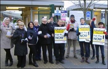 Sheffield City FE college UCU picket on strike 3 Dec 2013, photo by A Tice
