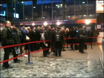 Queues at Euston, tube strike, 5.2.14, photo by Helen Pattison