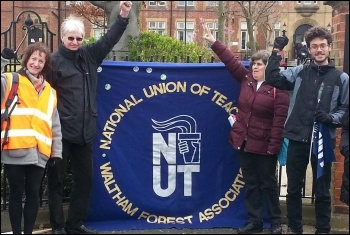 NUT strike, Monoux college, 26.3.14, photo Martin Reynolds