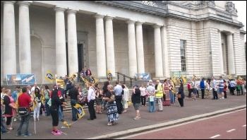 PCS strike at National Museum Wales, 18.6.14, photo by Dave Reid