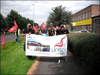 Tyneside Safety Glass strikers marching, photo by E Brunskill