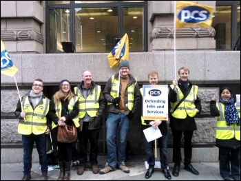 A PCS picket in Manchester, 15.10.14, photo Alex Davidson