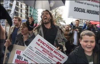 Russell Brand marching with New Era estate tenants and supporters, 8.11.14 , photo Paul Mattsson