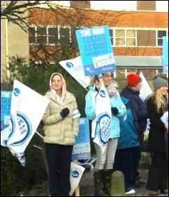 Midwives on strike, Southampton, 24.11.14, photo by Nick Chaffey