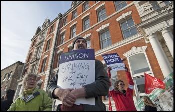 Picket at St Leonards hospital, Hackney, London, 24.11.14, photo by Paul Mattsson