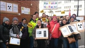 Leeds radiographers on strike, LGI, photo by Leeds SP