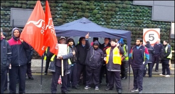 West Ham garage, Unite London bus strike, 13.1.15, photo by Rob Williams