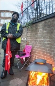 Keeping warm outside Clapton bus garage, 13.1.15, photo by Paul Mattsson