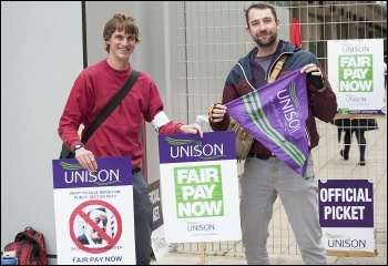 A Unison picket, 10.4.14, Hackney, photo by Paul Mattsson