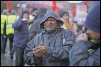 Bus drivers at the Clapton garage picket on 5 February 2015, photo by Paul Mattsson