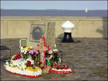 Trawlermen's memorial, St Andrews Dock, Hull, photo G Robinson