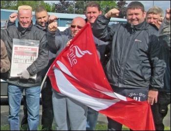 Kone strikers in Gateshead celebrate their victory, photo by Elaine Brunskill