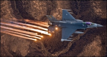 United States F-16 fighter plane, photo Torch Magazine (Creative Commons)
