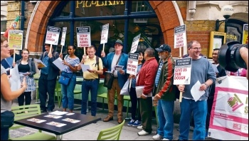 Pizza Express workers demonstrate to win back their stolen tips, August 2015, photo by Socialist Party