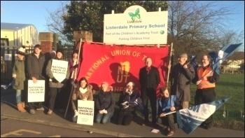 Listerdale school strike, Dec 2015, photo A Tice