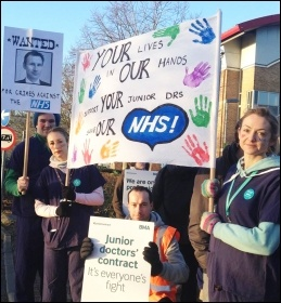 Doctors' picket at Southampton General hospital, 12.1.16, photo Nick Chaffey