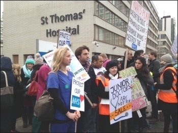 St Thomas' hospital: Big support from passing traffic on Westminster Bridge especially bus drivers , photo Paula Mitchell