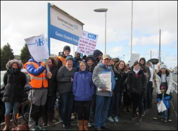 Gateshead, junior doctors' picket, 26.4.16, photo by Elaine Brunskill