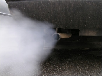Car exhaust contains poisonous nitrogen oxides, photo by Simone Ramella (Creative Commons)