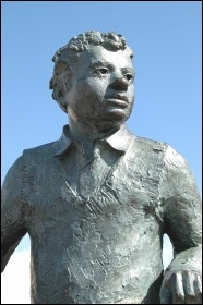 Dylan Thomas statue in Swansea (Wikimedia Commons)