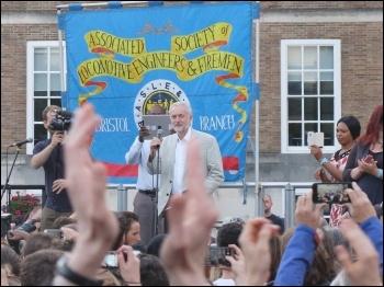 2,000 rallied for Jeremy Corbyn in Hull, 8.8.16, photo Matthew Carey