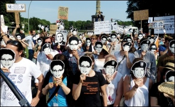 Supporters of US intelligence whistleblower Edward Snowden, photo by Mike Herbst (Creative Commons)