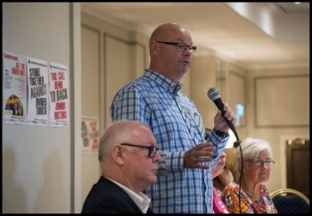 Steve Gillan speaking, NSSN rally 11.9.16, photo by Paul Mattsson