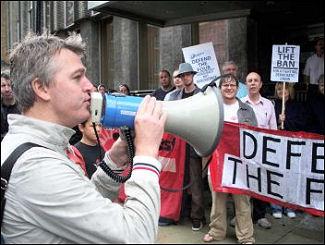 Glenn Kelly addresses a lobby of Unison HQ against his three year ban, photo Alison Hill