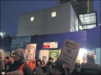 Crossrail workers' protest, 2.12.16, photo by Rob Williams