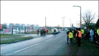 Doncaster waste transfer depot strike, 12.12.16, photo by A Tice