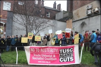 Sheffield 'trees' protest outside court, Dec 2016