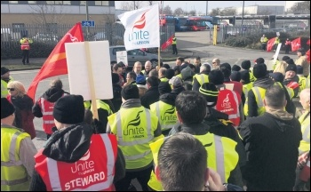 Unite general secretary Len McCluskey addressing striking bus drivers in Oxford, 2.3.17, photo Nick Chaffey