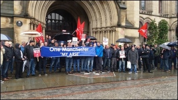 Mears maintenance workers'; strike, 15.5.17, photo Becci Heagney