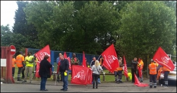 Birmingham bin workers on strike, photo by Ian Leech