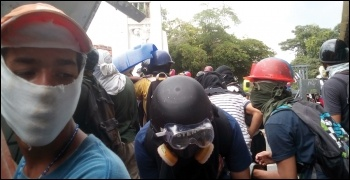 Anti-Maduro protesters clash with the National Guard in Caracas, photo by Jamez42/CC