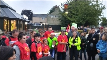 Cambridge (Newmarket Rd) McDonald's strike, 4.9.17, photo Dave Murray