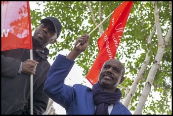 London bus workers demonstrate outside City Hall, 14 September 2017, photo Paul Mattsson